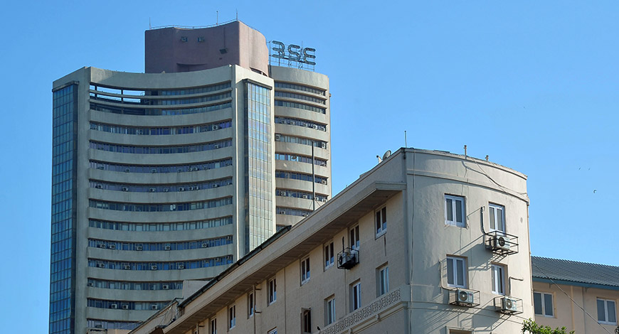 Sensex Rises; IT Stocks Drive Gains