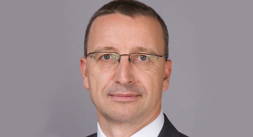 Martin schwenk to helm mercedes benz s indian operations for Mercedes benz helms